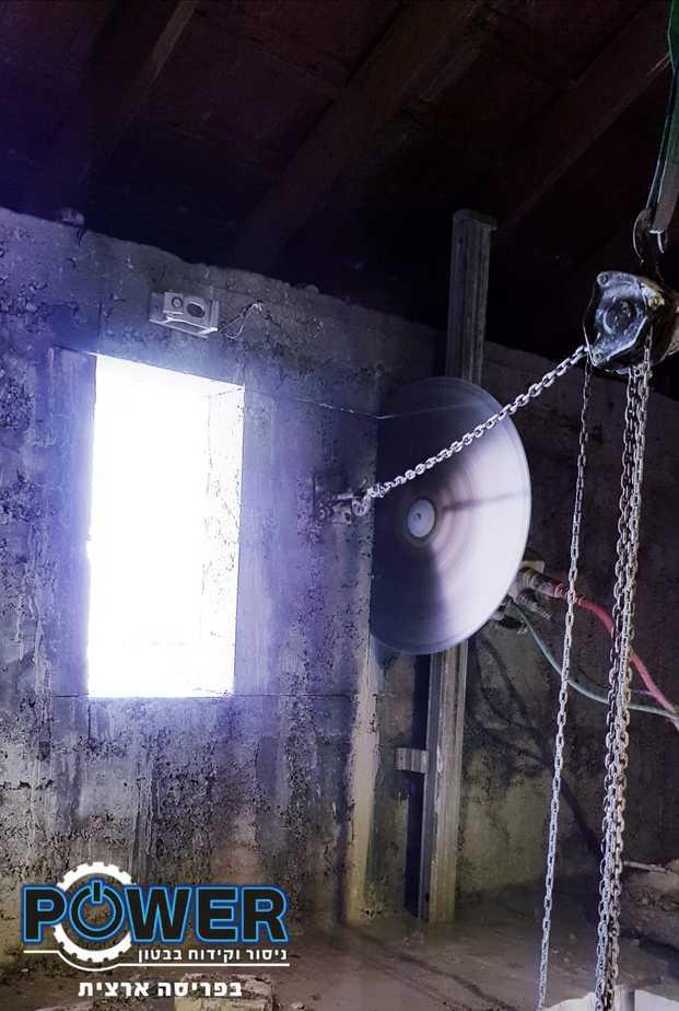 ניסור חלון בטון