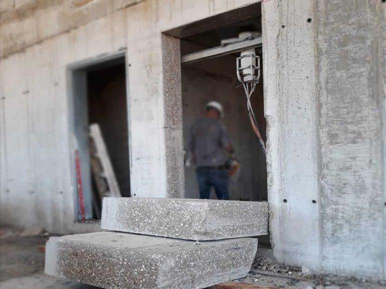 ניסור דלת בטון