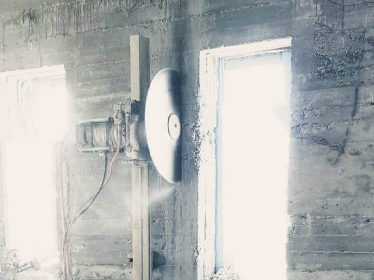 פתיחת חלון בקיר חיצוני